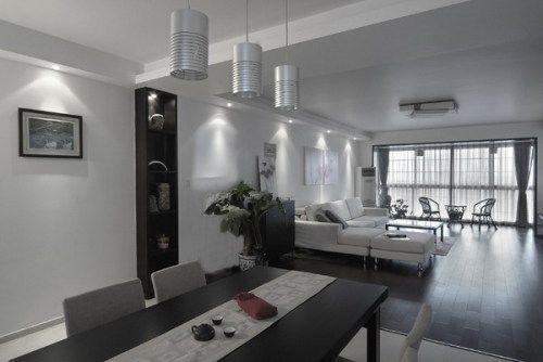 最简单的色彩组合、最简单的直线条家具与用品,却蕴含主人雅致、从容、沉稳的性格和执着的追求