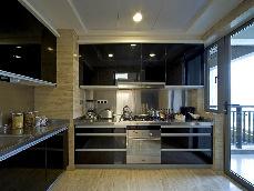 巧改厨房门方向,小户型变大空间