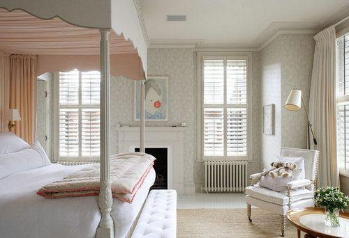 童话式的寝室又怎么可能少了公主床呢?搭配温暖的壁炉和淡淡的粉红色
