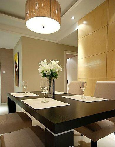 进一点看餐桌上面。餐垫用的棉的,黑白搭配,更鲜明