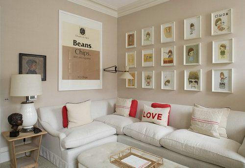 红白搭配的抱枕起到隔开大片白色色块的作用,让房子达到冷暖平衡。