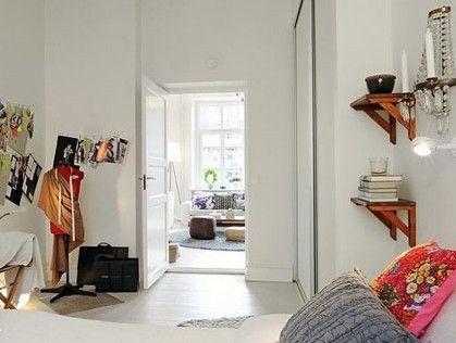 由白色打造的卧室是典型的北欧式简约风格