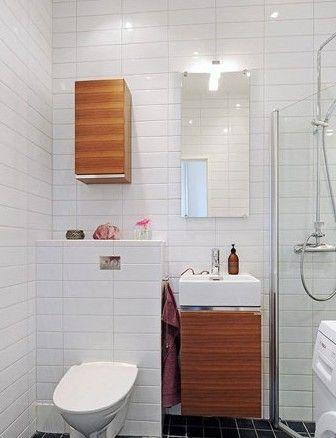 不大的卫浴间里,选择了一款入墙式的马桶和挂墙式的浴室柜,以便腾出更多空间。将镜子设计成小巧的储物空间,用来放置洗漱和护理用品等