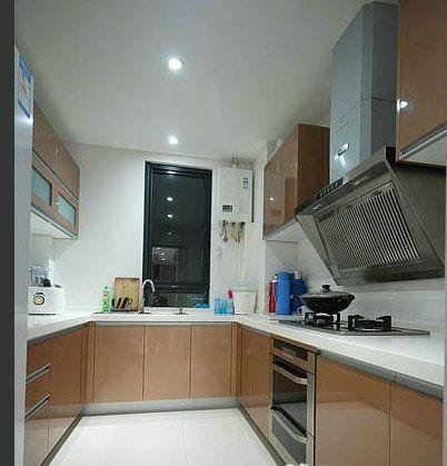 接下来就是厨房了,厨房的橱柜也是带有浓郁的浅咖色