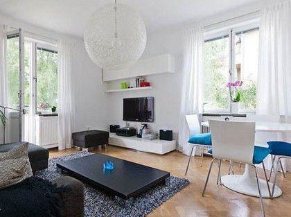 一组简约的电视柜,为客厅留出了更多的空余空间,它有着不可小看的收纳功能,这可是打造美家的一个关键所在