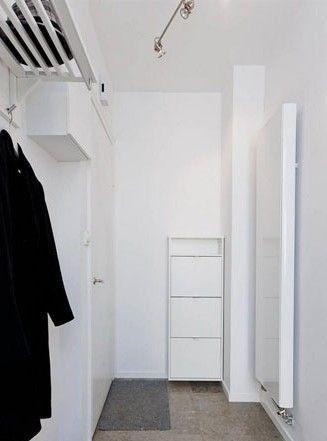 以饱满纯净的白色系和简约流畅的线条组合的玄关,为家居带来简约而不简单的印象,使人们对整个空间都充满了期待