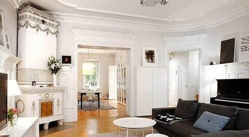 简约风格的客厅空间中,点缀上欧式古典装饰的壁炉,以及充满高贵气质的钢琴,这些元素的运用丰富了整个客厅的视觉层次感