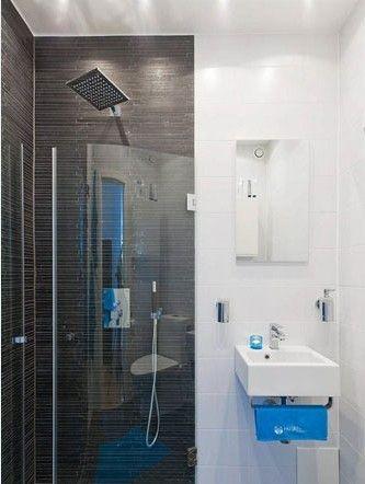 不同墙材的细碎拼贴简明大气,直线条和玻璃的结合让空间在有序中显得更加通透开阔