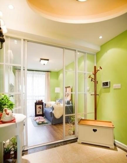 家装客厅隔断亮点:玻璃推拉门也可以当做隔断.