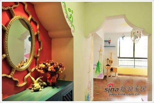 门口玄关处的设计,从这个角度能看到客厅