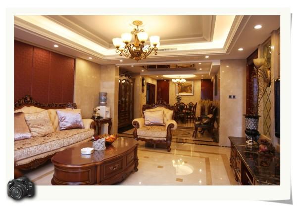 装修 欧式风格 奢华典雅 别墅 客厅图片来自成都家和装饰在