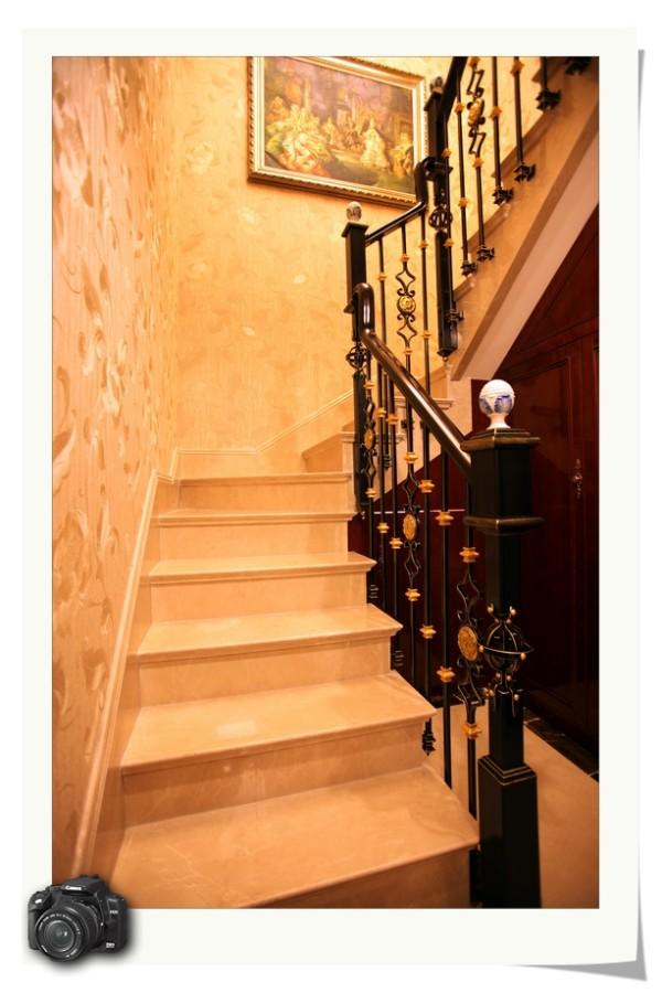 装修 欧式风格 奢华典雅 别墅 楼梯图片来自成都家和装饰在