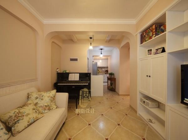 利用进门墙体转位摆放钢琴_装修美图-新浪装修家居网