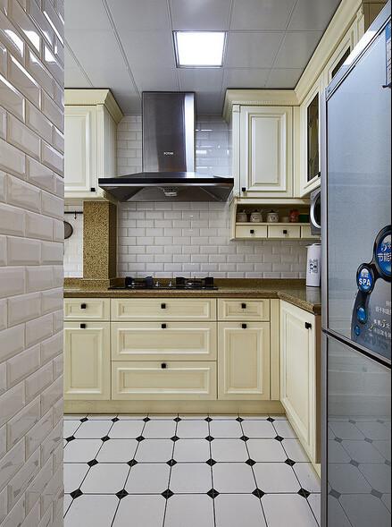 把厨房外小阳台包进来了,可惜宽度小了点,总共只有1米4多,除去台面